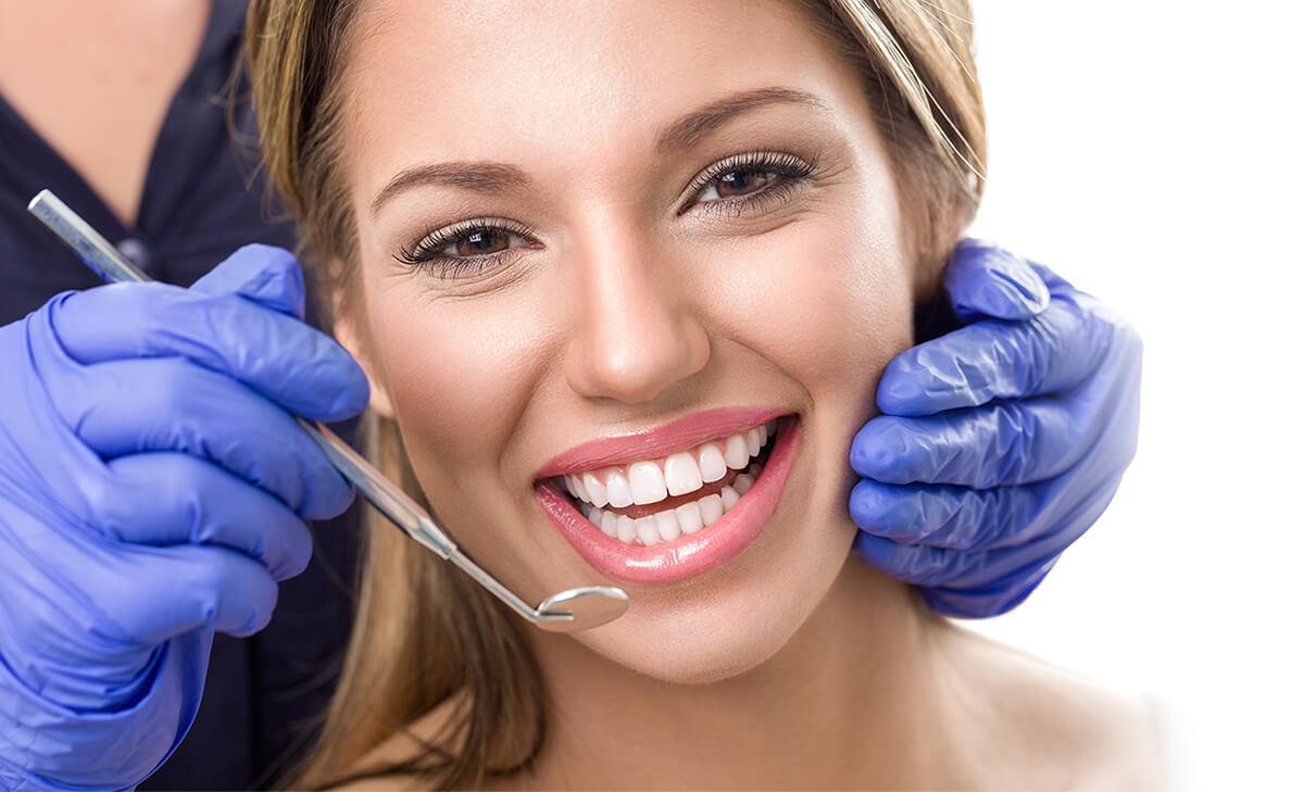 Glückliches Laecheln und Gesunde Zähne - Fehér & Rácz Zahnklinik